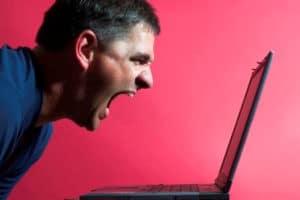 Schreeuwen in digitale nieuwsbrief werkt afstotend